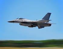 Combattente di jet militare durante il volo fotografia stock libera da diritti