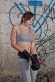 Combattente di Kickbox che ottiene pronto Fotografia Stock Libera da Diritti