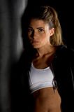 Combattente in ginnastica scura Fotografia Stock