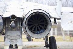 Combattenti degli ærei militari all'aeroporto Vecchi aerei disarmati Aerodromo di Krasnodar fotografia stock