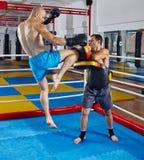 Combattenti di Kickbox che si preparano nell'anello Fotografia Stock Libera da Diritti
