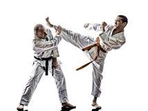 Combattimento dei combattenti dello studente dell'adolescente degli uomini di karatè immagini stock