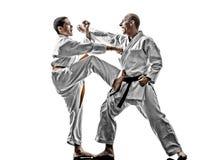 Combattimento dei combattenti dello studente dell'adolescente degli uomini di karatè Fotografia Stock