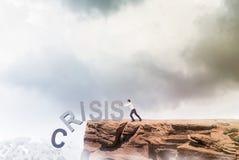 Combattimento dell'uomo d'affari contro la crisi Immagini Stock