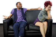 Combattimento Inter razziale delle coppie Immagini Stock Libere da Diritti