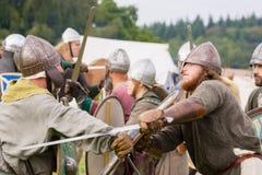 Combattimento medievale dei soldati immagine stock libera da diritti