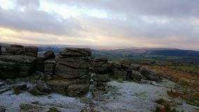 Combestone突岩,冬天场面 DartmoorNationalPark 德文郡英国 库存照片