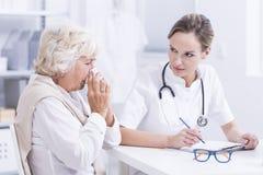 Combien de temps souffrez-vous d'une allergie ? image stock