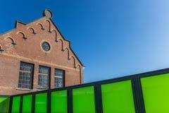 Combinação de estilos velhos e novos da arquitetura Fotos de Stock