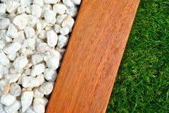 Combinações de grama, de madeira e de pedras Fotografia de Stock Royalty Free