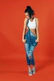 Combinações vestindo das calças de brim da mulher 'sexy' nova Estilo ocasional moderno Fotografia de Stock