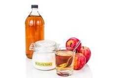 Combinación del vinagre de sidra de Apple y del bicarbonato de sosa para el reflujo ácido foto de archivo
