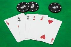 Combinaciones de juego de la tarjeta-tabla del póker, cuatro de las ganancias de una clase fotografía de archivo