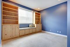 Combinaison de stockage avec le banc et les oreillers Photo libre de droits