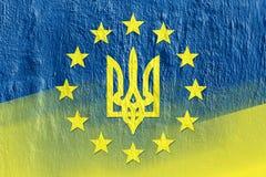 Combinaison des drapeaux de l'Ukraine et de l'Union européenne Image libre de droits
