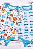 Combinaisons modelées organiques d'enfants nouveau-nés Photographie stock libre de droits
