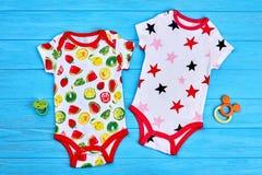 Combinaisons savoureuses de bébé de coton de conception Photos stock