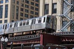 Comboio da periferia elevado em Chicago Fotografia de Stock Royalty Free