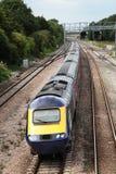 Comboio da periferia que passa sinais Fotos de Stock