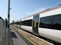 Comboio da periferia urbano foto de stock