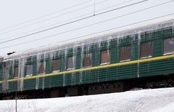 Comboio de passageiros coberto com o gelo fotos de stock royalty free