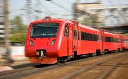 Comboio de passageiros de alta velocidade no movimento fotografia de stock