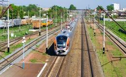 Comboio de passageiros rápido moderno imagem de stock royalty free