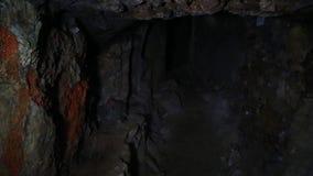 Comboio Interior de um eixo de mineração com perspectiva decrescente e espaço de cópia video estoque