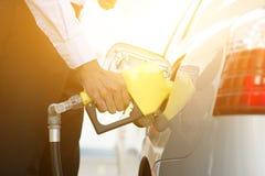 Combustibile di pompaggio della benzina Fotografia Stock Libera da Diritti