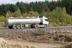 Combustibile di trasporto di autocisterne del combustibile automobilistico Fotografie Stock