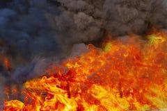Combustion de flammes du feu photographie stock libre de droits