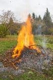 Combustion des déchets de jardin Photographie stock libre de droits