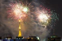 Combustion des feux d'artifice pendant le Reveillon au Brésil Photos libres de droits