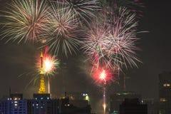 Combustion des feux d'artifice pendant le Reveillon au Brésil Photo libre de droits