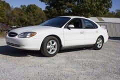 Combustível 2007 do cabo flexível do sedan de quatro portas do Taurus de Ford Imagens de Stock