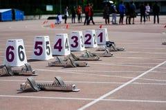 Começo das mulheres de 100m Fotografia de Stock Royalty Free