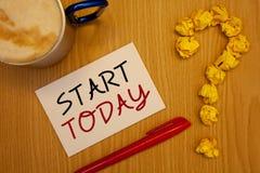 Começo do texto da escrita da palavra hoje O conceito do negócio para o novato começa agora phraseIdeas inspiradores inspirados n Imagens de Stock