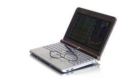 Começos espertos dos investimentos com pesquisa Fotografia de Stock Royalty Free