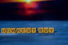 Come Best Buy sui blocchi di legno Immagine elaborata incrocio con il fondo del bokeh immagine stock
