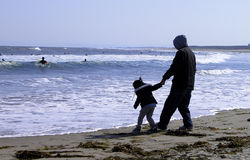 Come on dad.... Funny aspect on the ocean beach Royalty Free Stock Photography