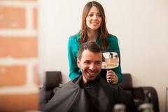 Come fanno voi gradiscono il vostro taglio di capelli? fotografia stock