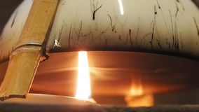 Come fare la serie del inkstick di Huizhou, punto 1, olio di legno cinese bruciante dell'olio di tung per raccogliere fumo nero archivi video