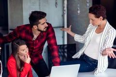 Comece acima o planeamento do escritório de Team Of Freelancers In The imagens de stock