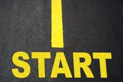 Comece acima o sinal no close up da estrada Foto de Stock Royalty Free