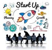 Comece acima planear o conceito do lançamento do desenvolvimento do crescimento imagem de stock