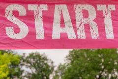 Comece a cor cor-de-rosa da bandeira com rotulação branca imagem de stock