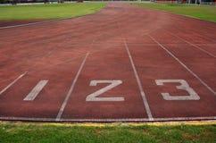 Comece o ponto, trilha running no estádio. Fotos de Stock Royalty Free