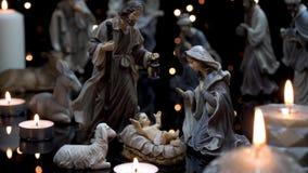 Comedoiro do Natal da cena da natividade com luzes das velas filme