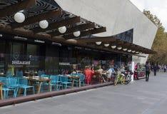 Comedor al aire libre de un restaurante en Melbourne Foto de archivo libre de regalías
