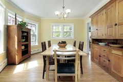 Comedor en hogar suburbano Imagen de archivo